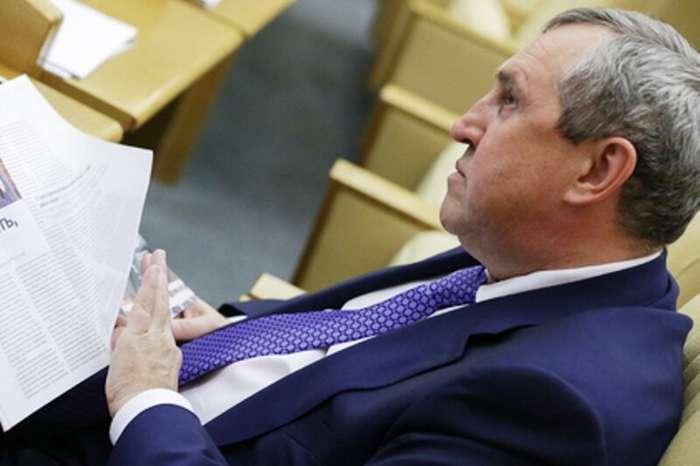 Депутата Госдумы задержали за взятку в три миллиарда рублей                      Интересное