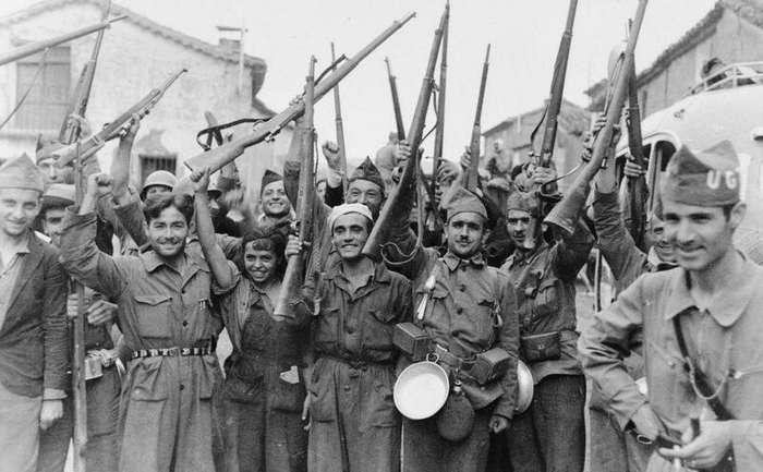 Вино, девушки, героизм. Как военные СССР бились за Испанию                      Интересное