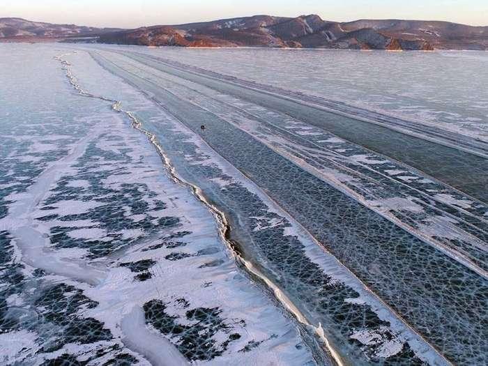 Замерзшая автострада: британцев поразили ледовые переправы в Сибири-11 фото-