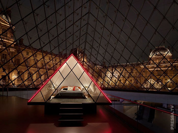 Уникальный шанс - провести ночь в пирамиде Лувра