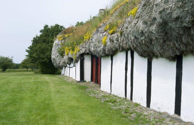 Дома с крышами из морских водорослей