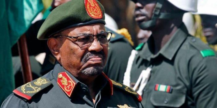 Каннибализм, наркотики и геноцид: топ-5 самых странных военных диктатур -8 фото-