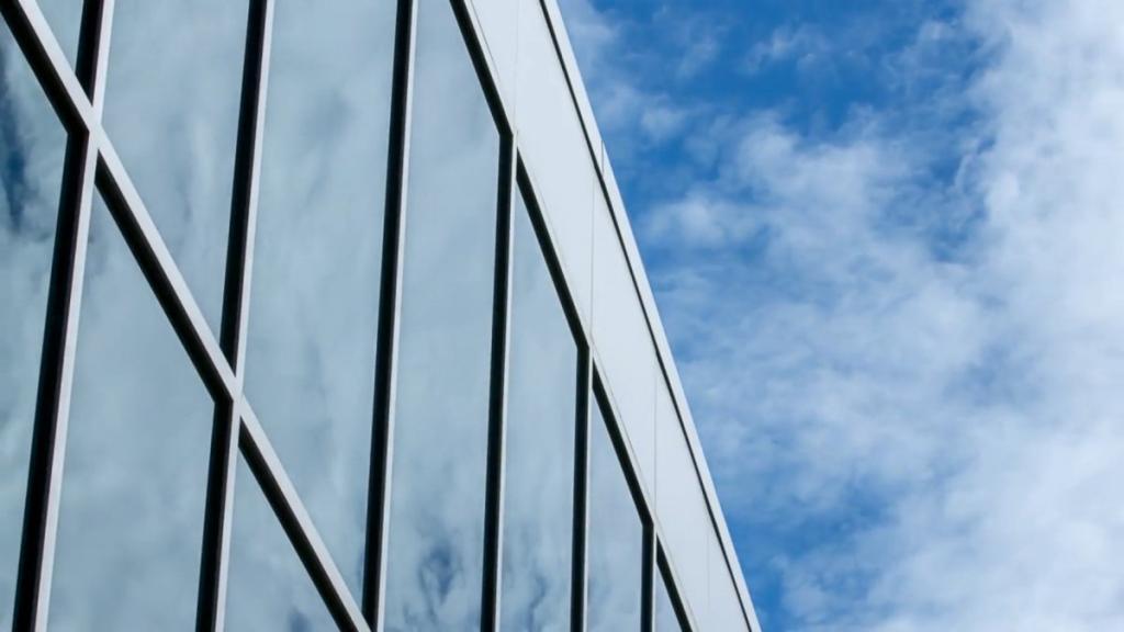 Инженеры разработали -умные- окна с регулируемой светопроницаемостью стекла