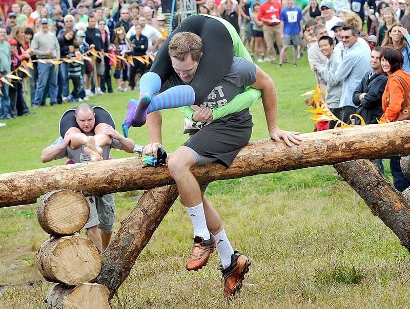 Хорек в штанах, битва верблюдов и другие самые странные виды спорта в мире Интересное