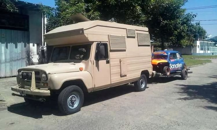 Дом на колесах из советского УАЗика в Аргентине                      авто