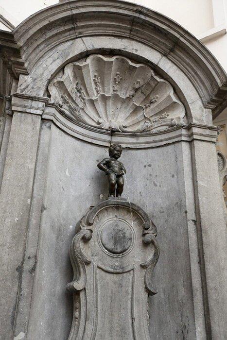 Писающие статуи Брюсселя-9 фото-