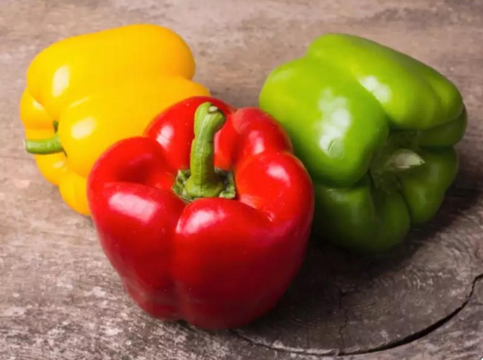 Три цветных болгарских перца не являются один и тем же овощем и еще несколько удивительных малоизвестных фактов о еде