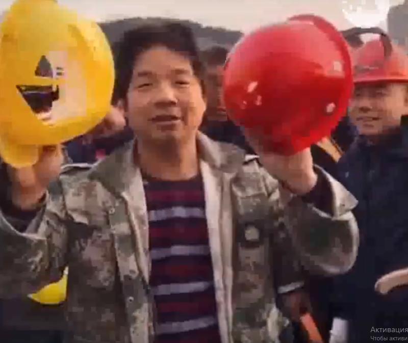 Почувствуй разницу: китаец наглядно показал, как отличаются каски рабочего и руководителя                      Интересное