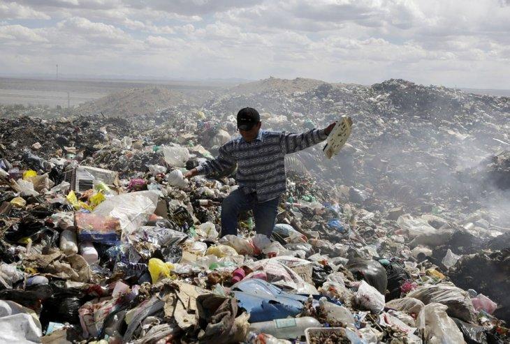 Робот Wall-E из мусора