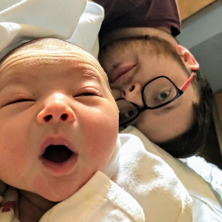 25 пап, которые не стали сдерживать эмоции при виде своего новорожденного ребенка Интересное