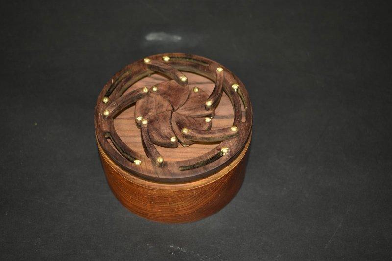 Парень создал сложную шкатулку для помолвочного кольца-6 фото-