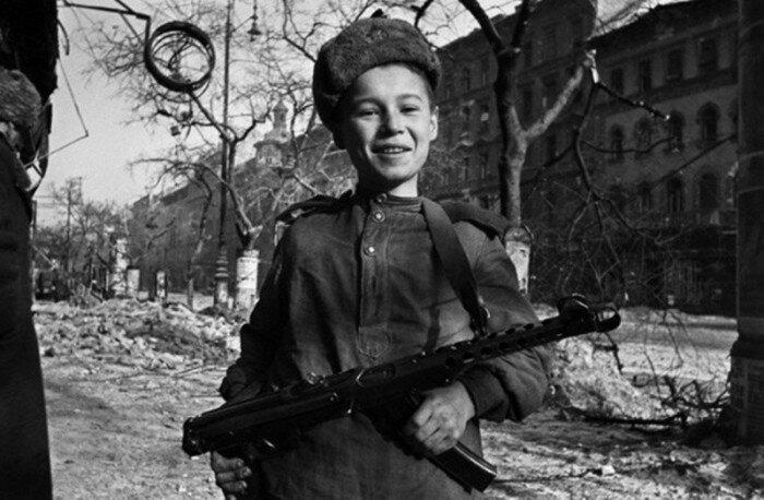 Недетское дело: фотографии юных бойцов из разных стран мира                      Интересное