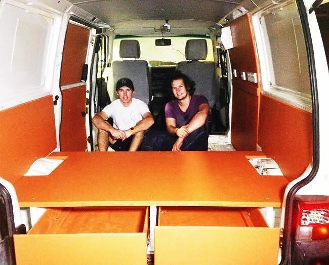 Два юных австралийца занялись чистой благотворительностью-20 фото-