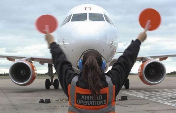 8 удивительных историй о пассажирах-безбилетниках, которым удалось пережить полет в отсеке шасси самолетов