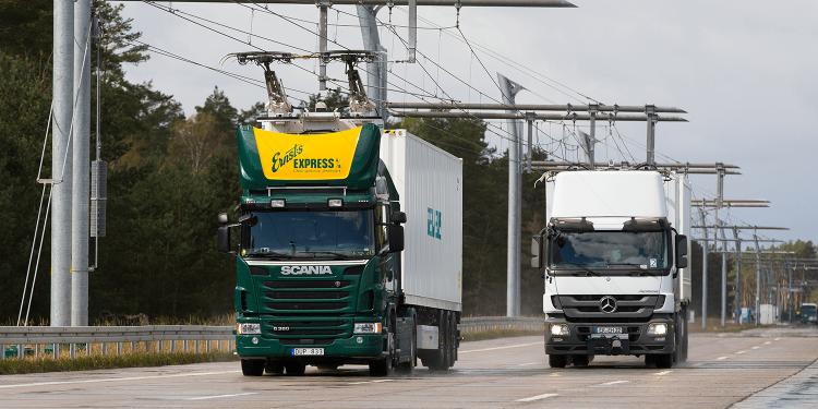 В Германии открылся первый электрический автобан-8 фото-