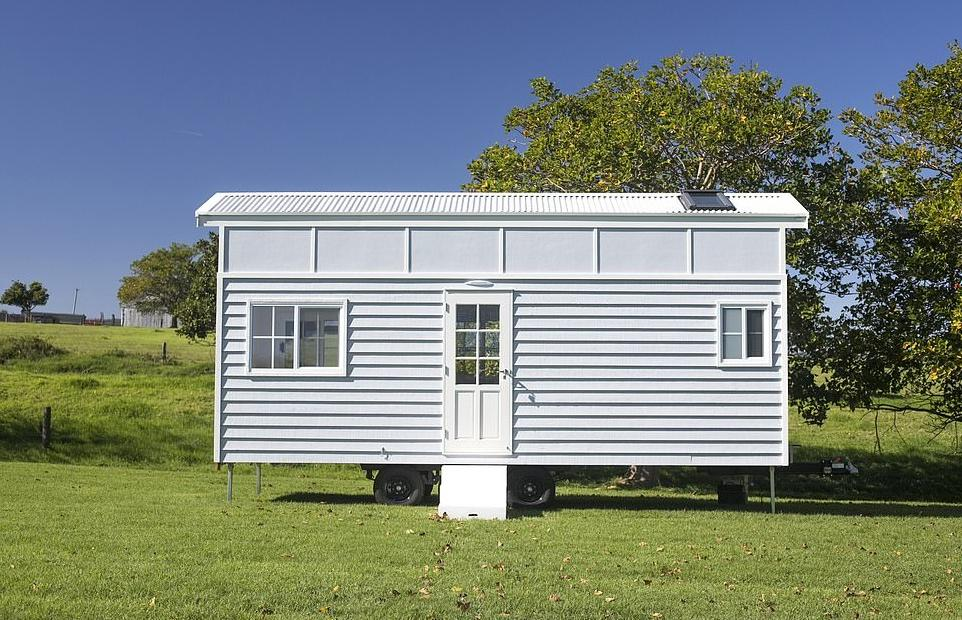 Любителям минимализма: внутри крошечного фургона - светлая и просторная 3-комнатная квартира, где есть все необходимое