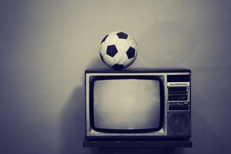 Почему футбольный мяч черно-белого цвета?-3 фото-