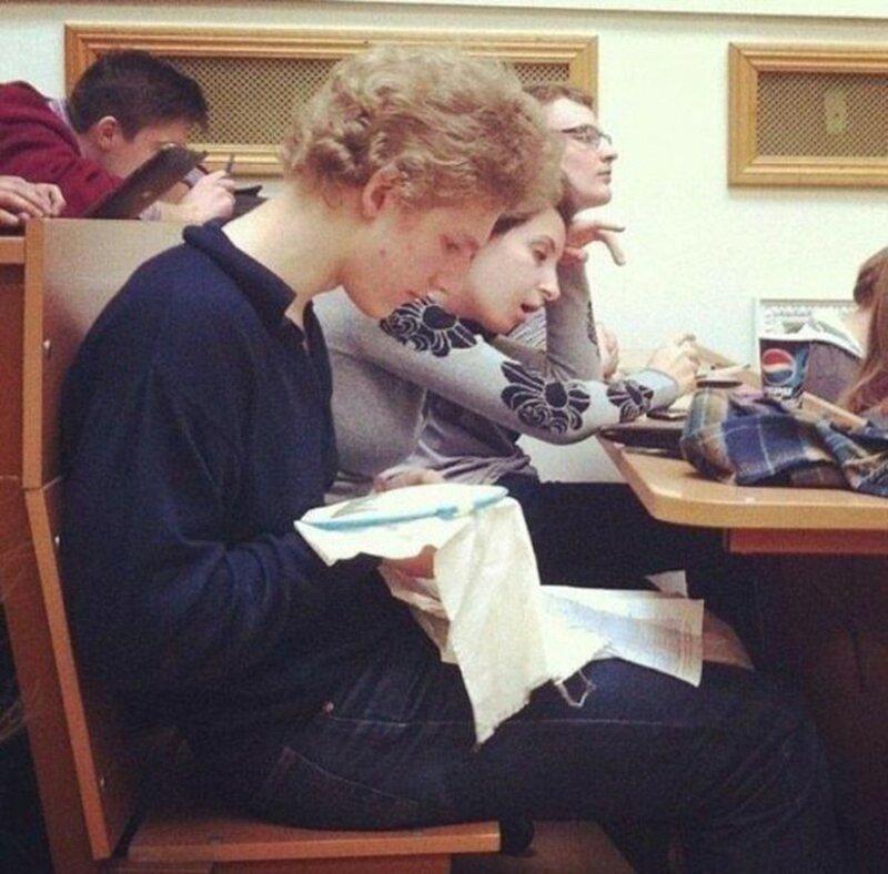 Что на самом деле вытворяют современные студенты на лекциях-16 фото-