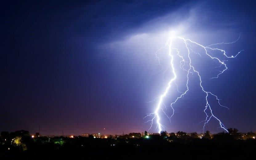 Пережить семь ударов молнии, удержать машину, разорвать цепь и другие неординарные возможности людей