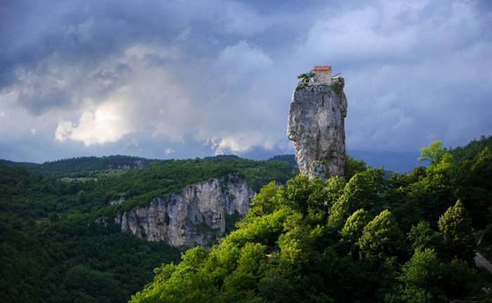 Жизнь грузинского монаха на высоте 40 метров