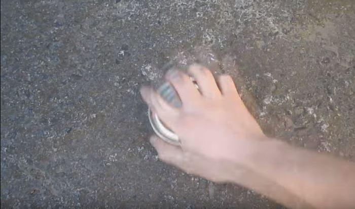 Как открыть банку консервов голыми руками, когда нет ножа или открывашки