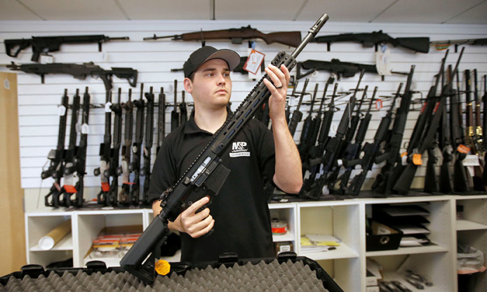 Почему многие американцы держат огромное количество оружия в своем жилище