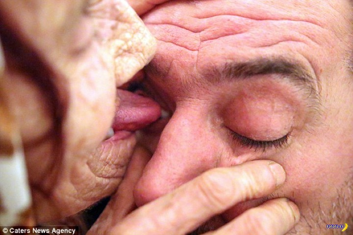 Бабушка лизнёт глаз чтобы ты не болел!