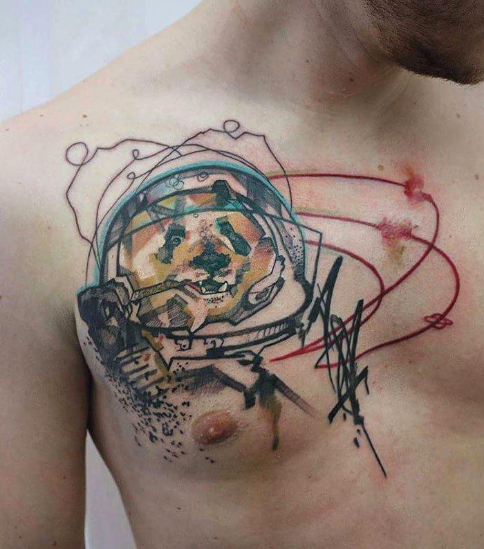 Необычные татуировки на груди