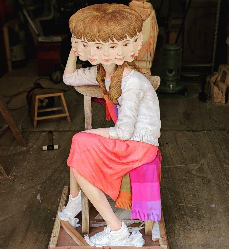 Японский скульптор творит сюрреализм из дерева-44 фото-