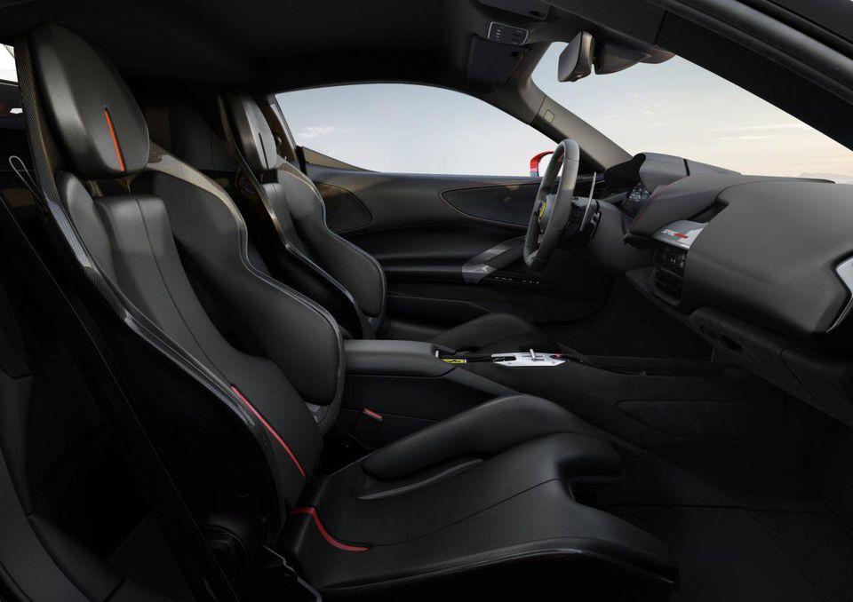 Ferrari представила свой первый гибридный суперкар SF90 Stradale с полным приводом на 986 лошадиных сил