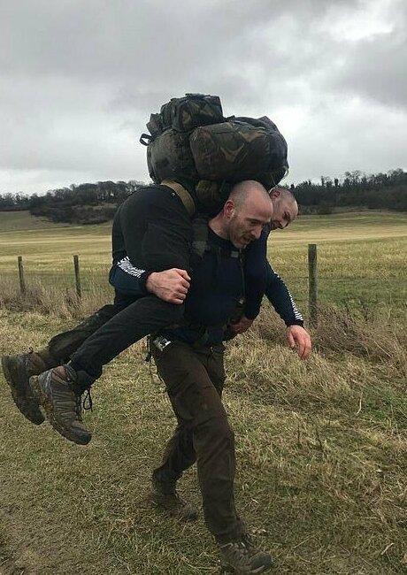 Бывший спецназовец учит штатских правильному туризму-14 фото-
