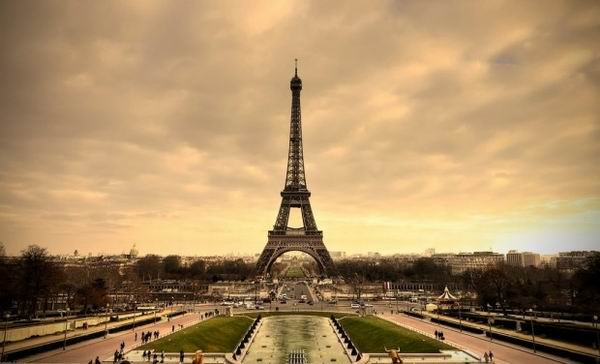 На самом верху Эйфелевой башни есть секретная квартира