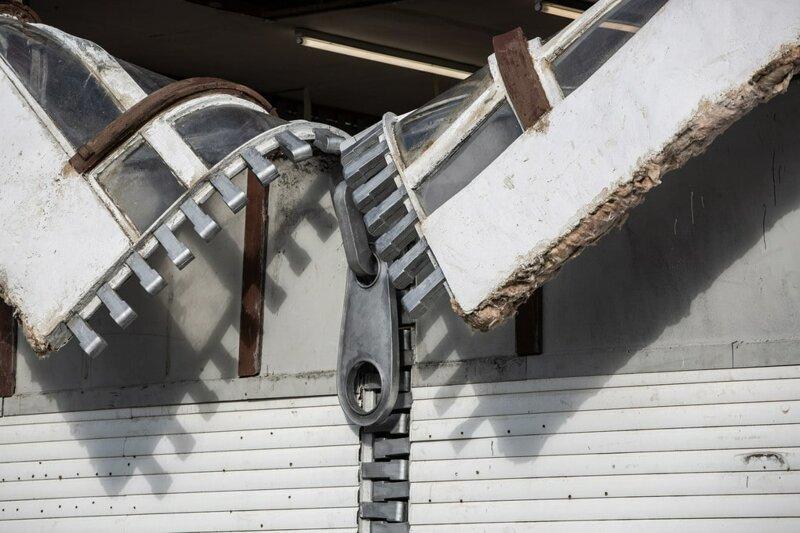 10 работ британского скульптора, у которого руки так и чешутся побаловаться с гравитацией-22 фото-
