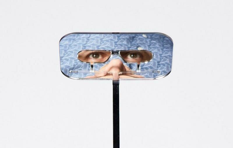 Парень изобрел очки-перископ, помогающие видеть через высоких людей на концертах-5 фото-