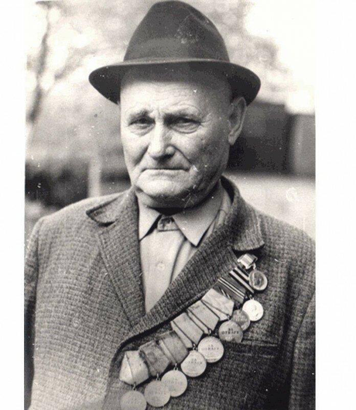 Единственный герой, который получил шесть медалей -За отвагу--3 фото-