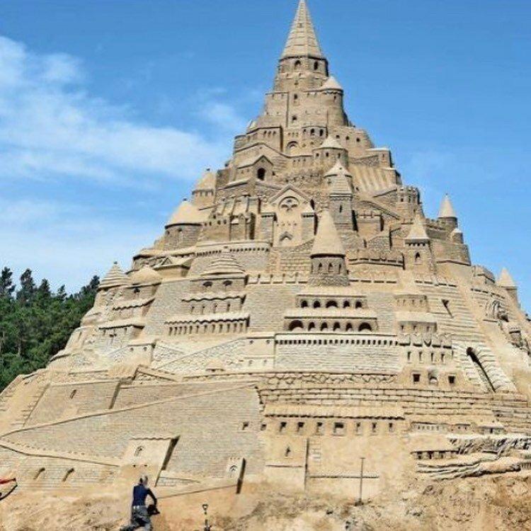 В Германии построили самый высокий в мире замок из песка-9 фото-