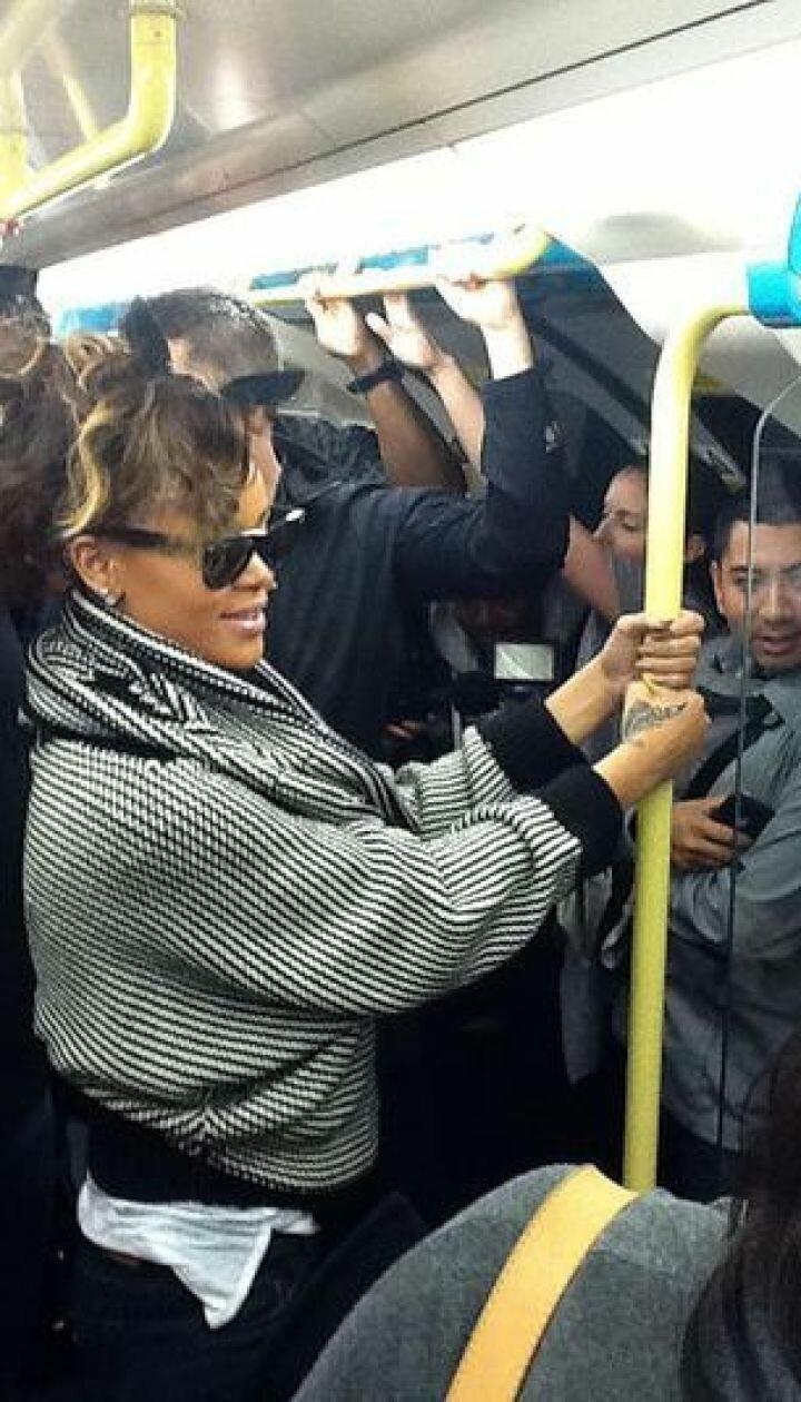 5 иностранных знаменитостей, которых можно встретить в общественном транспорте-6 фото-