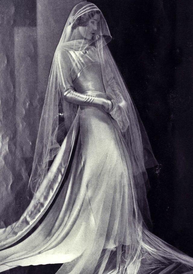 Чем длиннее, тем элегантней: невесты 1930-х годов в свадебных образах-41 фото-