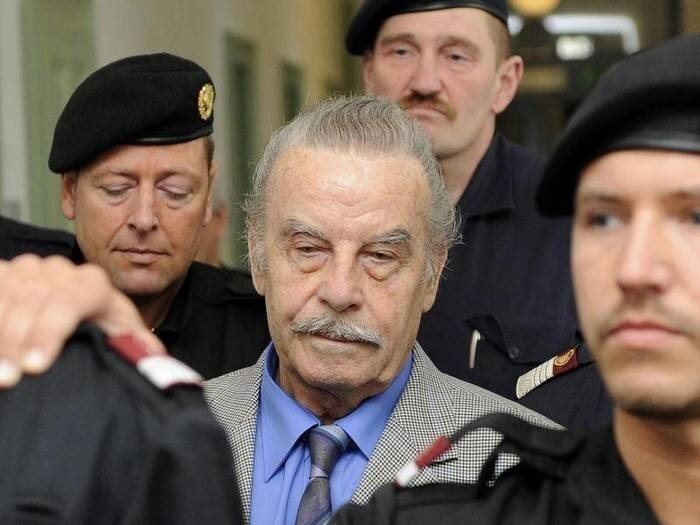 Жуткая история Йозефа Фритцля, который 24 года насиловал дочь и прятал ее в бункере-19 фото-