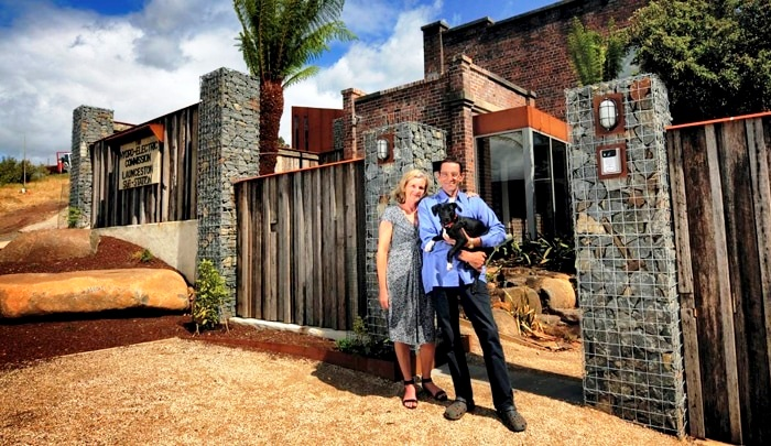 Австралийская пара превратила заброшенную подстанцию в уютное гнездышко с шикарным дизайном