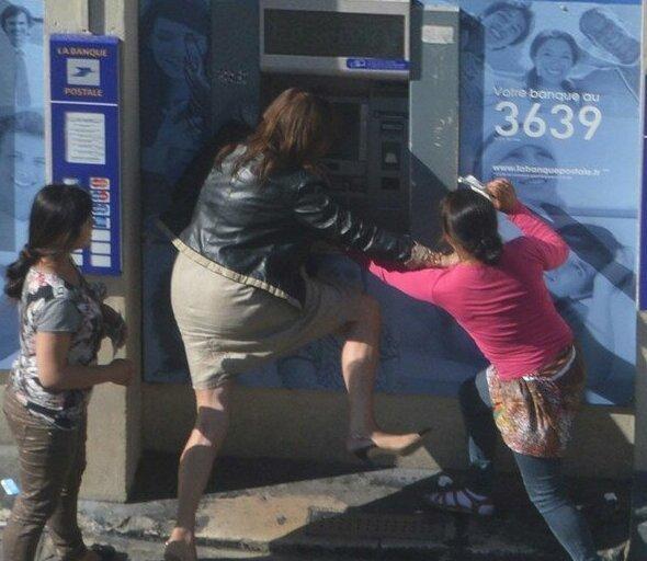 Невероятные приключения банкомата в России-20 фото-