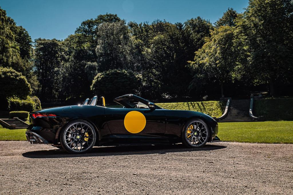 Их всего 10: Lister выпустил 666-сильный Jaguar F-Type кабриолет с желтым пятном авто