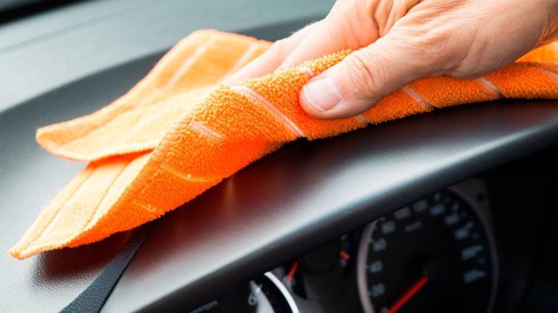Как дешево и эффективно очистить приборную панель автомобиля? Решение найдется на вашей кухне