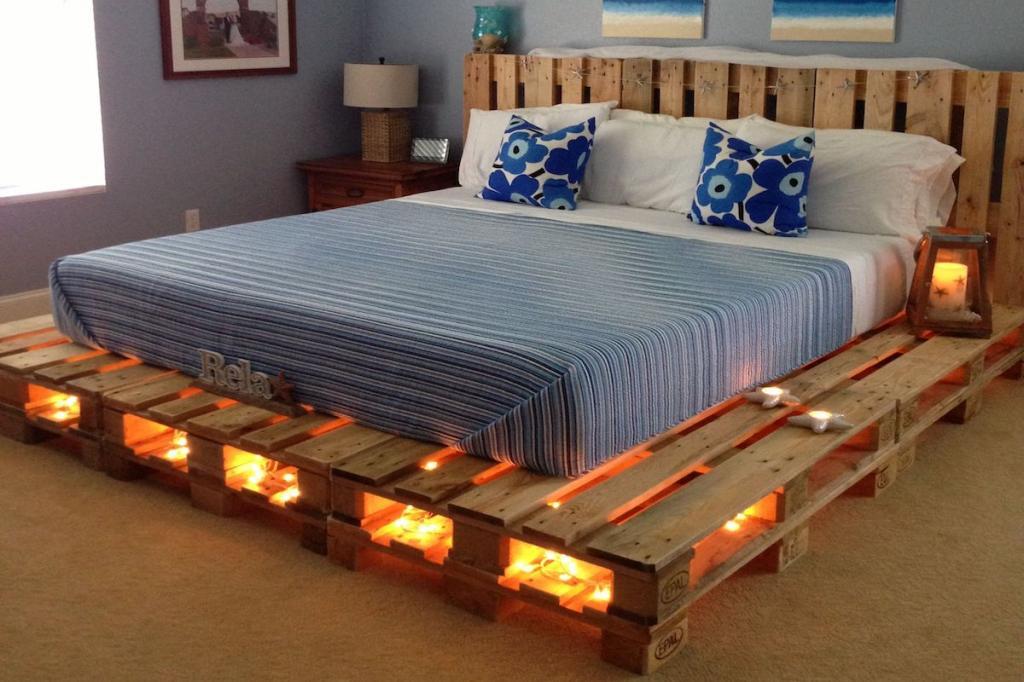 Как сэкономить на новой кровати: несколько оригинальных решений с использованием обыкновенных деревянных поддонов