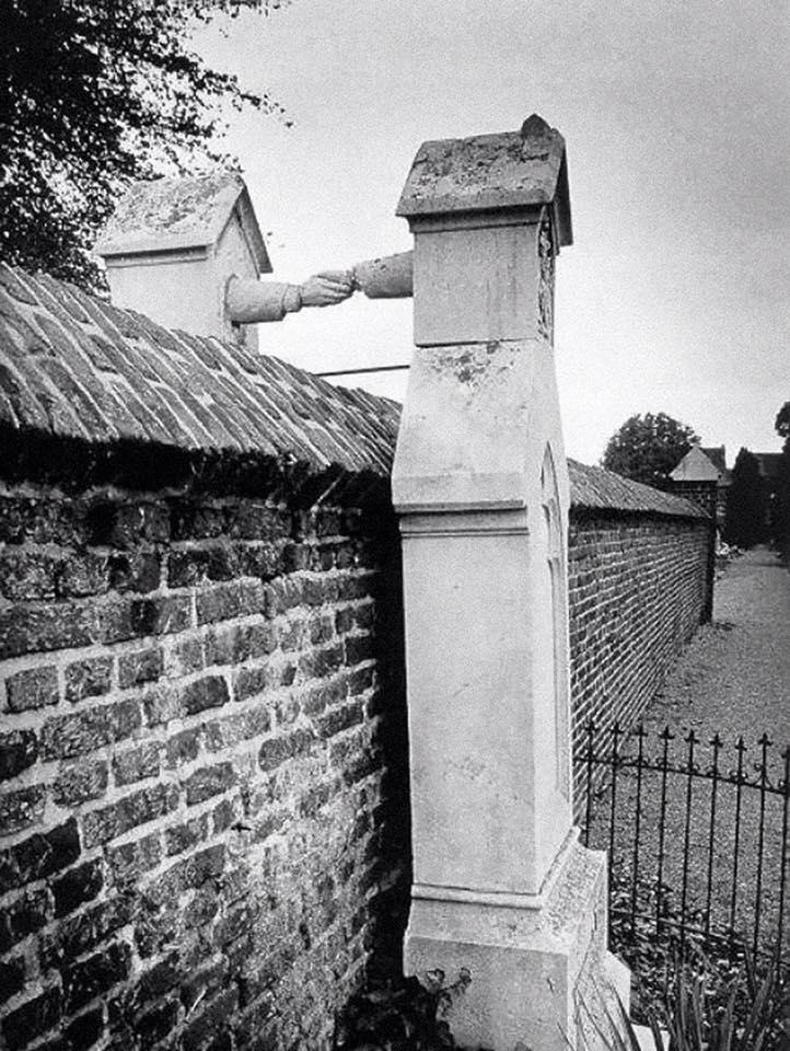 Любовь без границ, или Красивая история надгробий, держащихся за руки