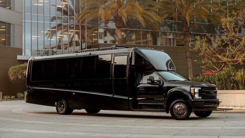 Lexani G-77: роскошный офис на колесах за миллион долларов                      Интересное