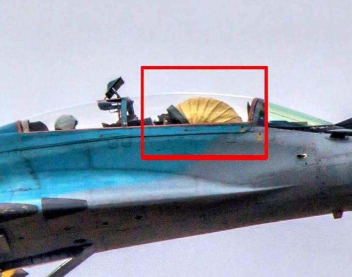Зачем у военного самолета шторка в кабине, и что означает соответствующий термин полета