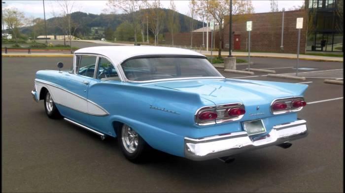 Для чего на американских автомобилях делали по два «акульих плавника» авто