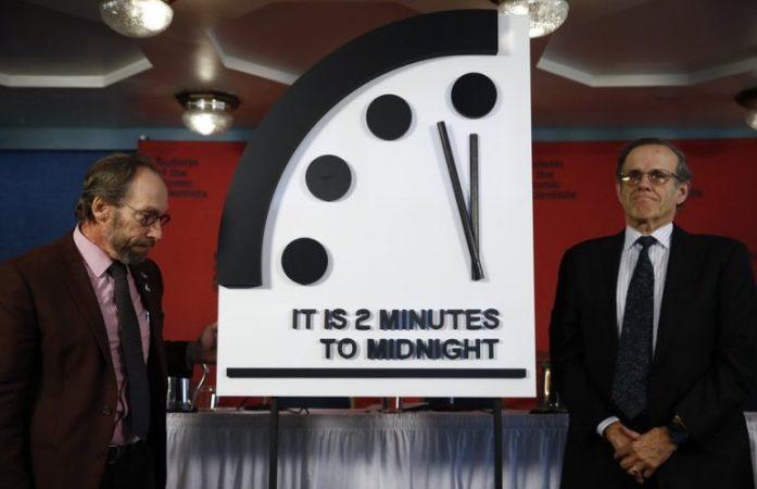 Часы Судного дня: почему их стрелки никогда не должны показывать полночь Интересное
