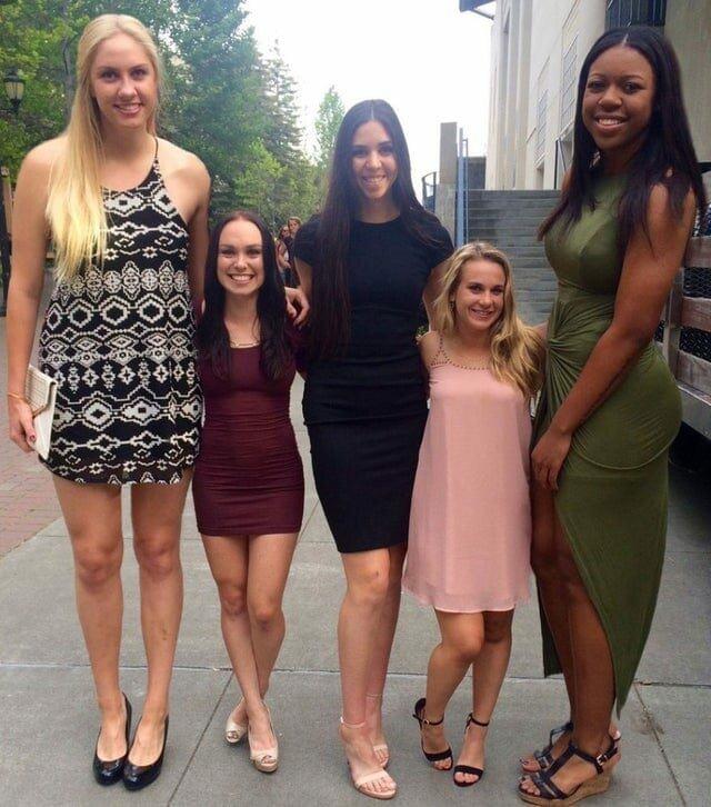 Разница в росте баскетболисток и черлидерш поразила интернет. Народ тут же бросился их фотошопить                      Интересное